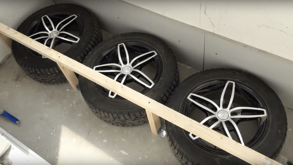Хранение шин с дисками на балконе